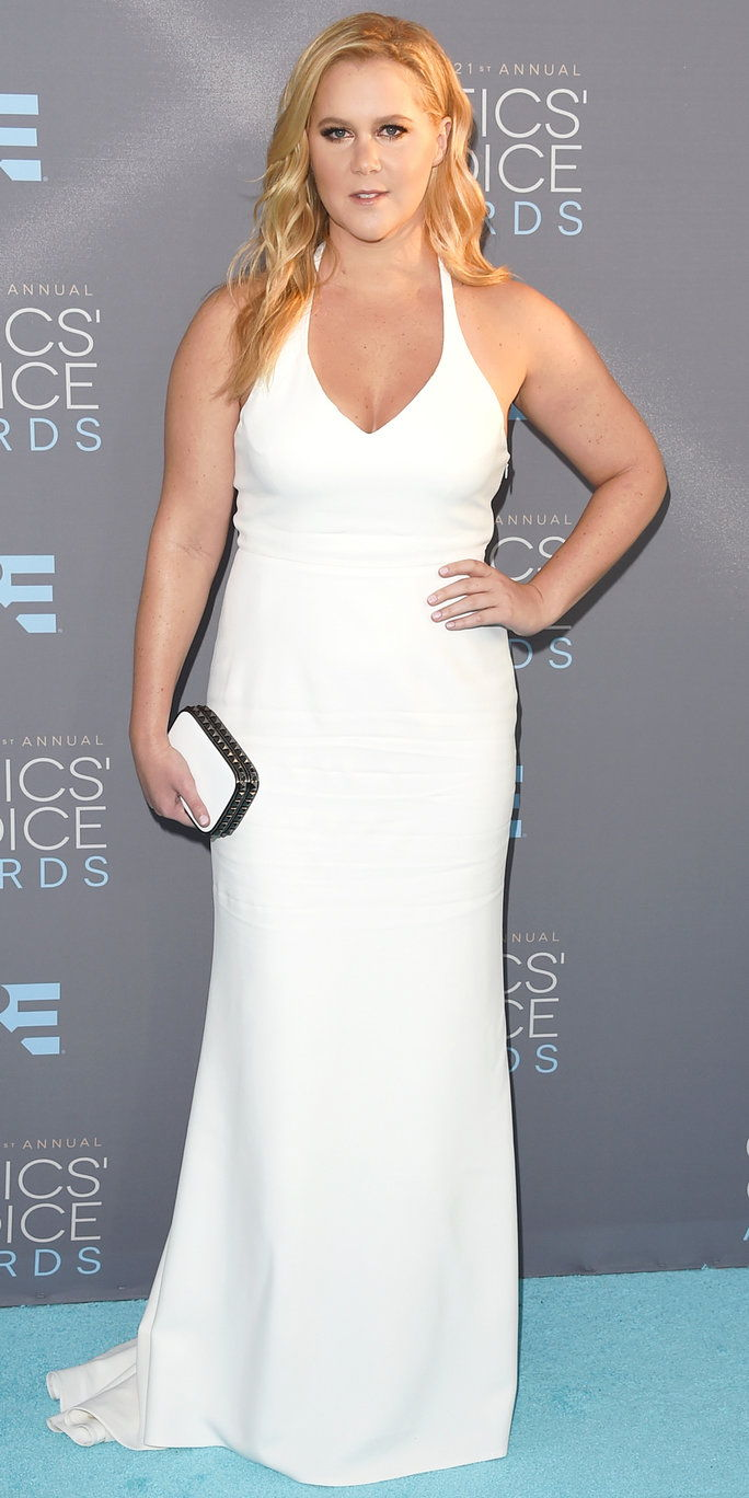 Attrice Amy Schumer attends the 21st Annual Critics' Choice Awards at Barker Hangar on January 17, 2016 in Santa Monica, California.