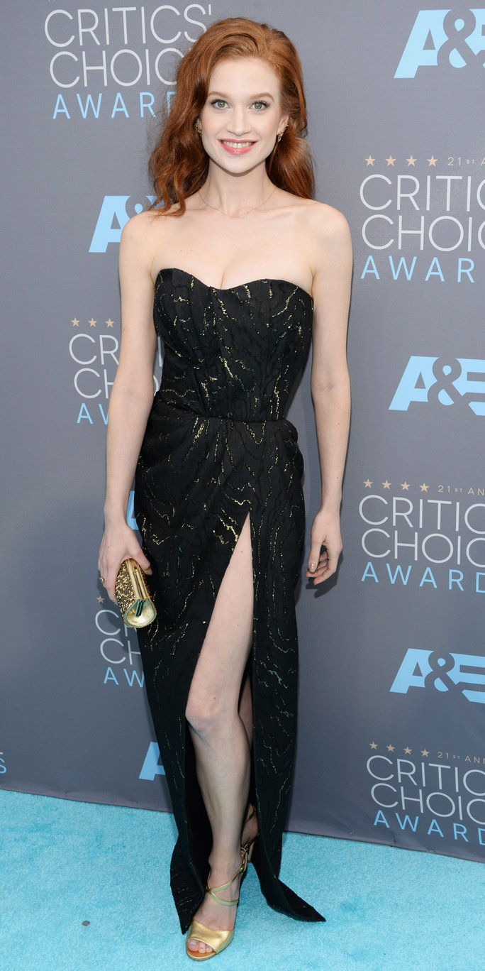 Attrice Sarah Hay attends the 21st Annual Critics' Choice Awards at Barker Hangar on January 17, 2016 in Santa Monica, California.