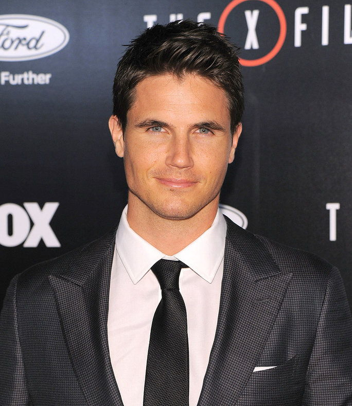 robbie Amell in The X-Files