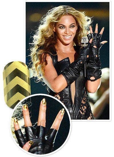 Beyoncé's shiny, gold manicure at the Superbowl