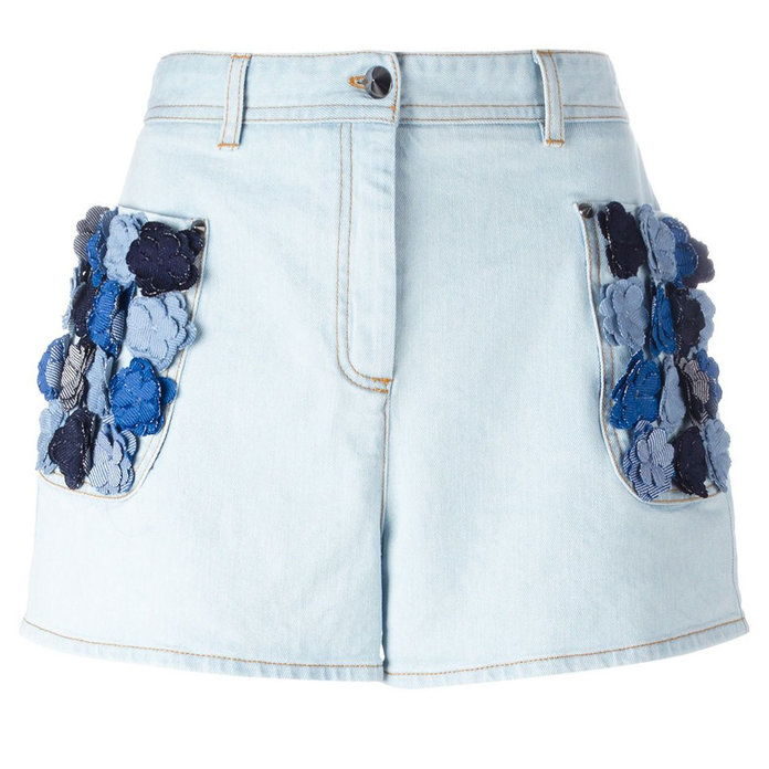 fiore appliqué denim shorts will spruce up your summer vibe.