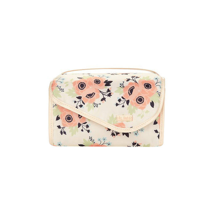 Kvetina Beauty In Bloom Roll-Up Valet