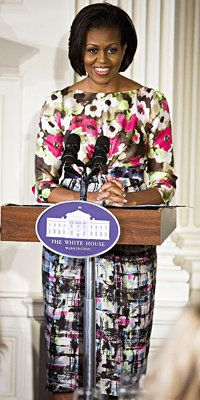 Michelle Obama - Moschino Cheap and Chic