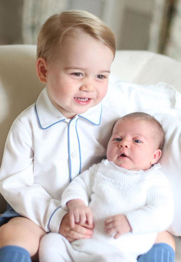 princezná Charlotte Is Held By Prince George