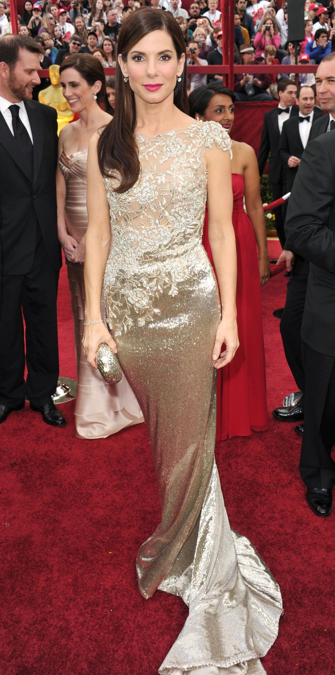Pelakon Sandra Bullock arrives at the 82nd Annual Academy Awards held at the Kodak Theatre on March 7, 2010 in Hollywood, California.