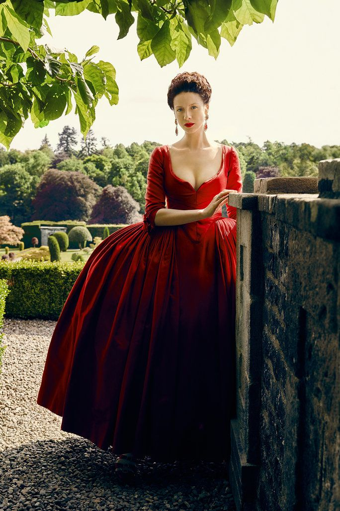 Outlander Fashion Moments Lead