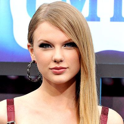 Taylor Swift - Sleek and Straight - Top 10 Party Hairstyles in 2010