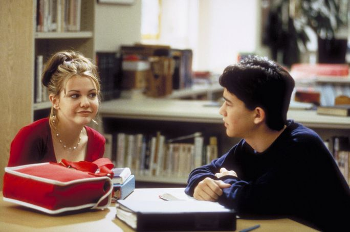 10 THINGS I HATE ABOUT YOU, from left: Larisa Oleynik, Joseph Gordon-Levitt, 1999, © Buena Vista/courtesy Everett Collection