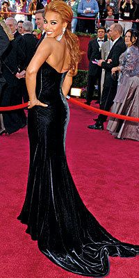 Tutup Exclusives, Beyonce's Greatest Red-Carpet Looks, 2005 Oscars in Vintage Atelier Versace