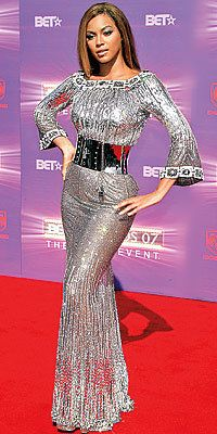 Tutup Exclusives, Beyonce's Greatest Red-Carpet Looks, 2007 BET Awards in Dolce & Gabbana