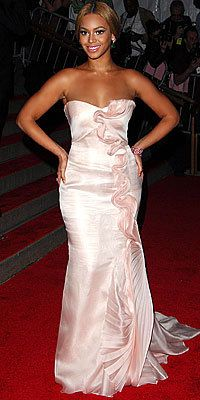 Tutup Exclusives, Beyonce's Greatest Red-Carpet Looks, 2008 Met Ball in Armani