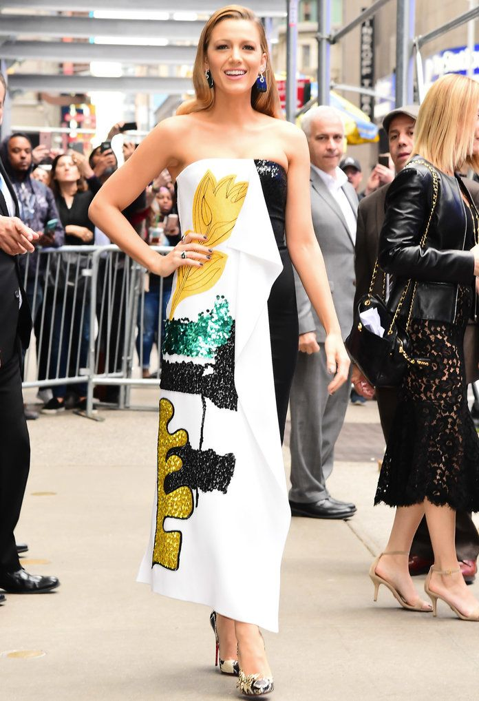 Blake Lively 10/16/17 Street Style - Embed