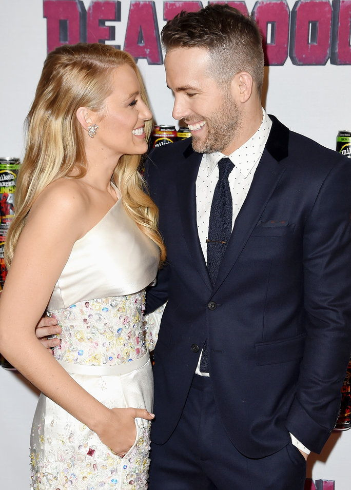 Blake Lively (L) and Ryan Reynolds