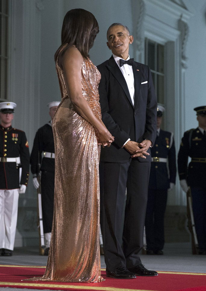 AS President Barack Obama (R) and First Lady Michelle Obama (L) wait to greet Italian Prime Minister Matteo Renzi and Italian First Lady Agnese Landini prior to the state dinner at the White House in Washington DC, USA, 18 October 2016. President Obama an