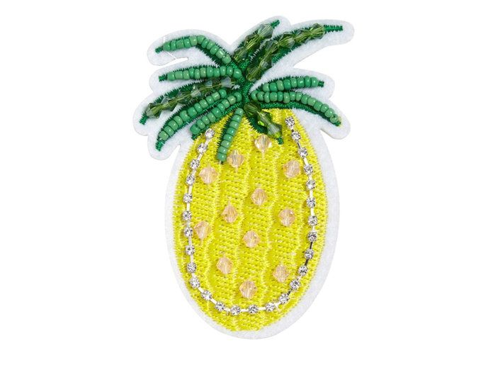 Dihiasi Pineapple Pin
