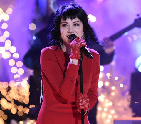 "NATALE IN ROCKEFELLER CENTER -- Pictured: Carly Rae Jepsen rehearses for NBC's ""Christmas in Rockefeller Center"" -- (Photo by: Peter Kramer/NBC/NBCU Photo Bank)"