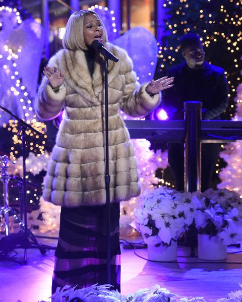"NATALE IN ROCKEFELLER CENTER -- Pictured: Mary J. Blige rehearses for NBC's ""Christmas in Rockefeller Center"" -- (Photo by: Peter Kramer/NBC/NBCU Photo Bank)"