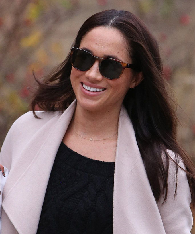 EXCLUSIVE: **PREMIUM EXCLUSIVE RATES APPLY**NO SUBSCRIPTIONS** Prince Harry's girlfriend and Suits actress, Meghan Markle is seen shopping for flowers in Toronto. Meghan, who was happy to be photographed leaving an up-market flower shop, greeted the photo