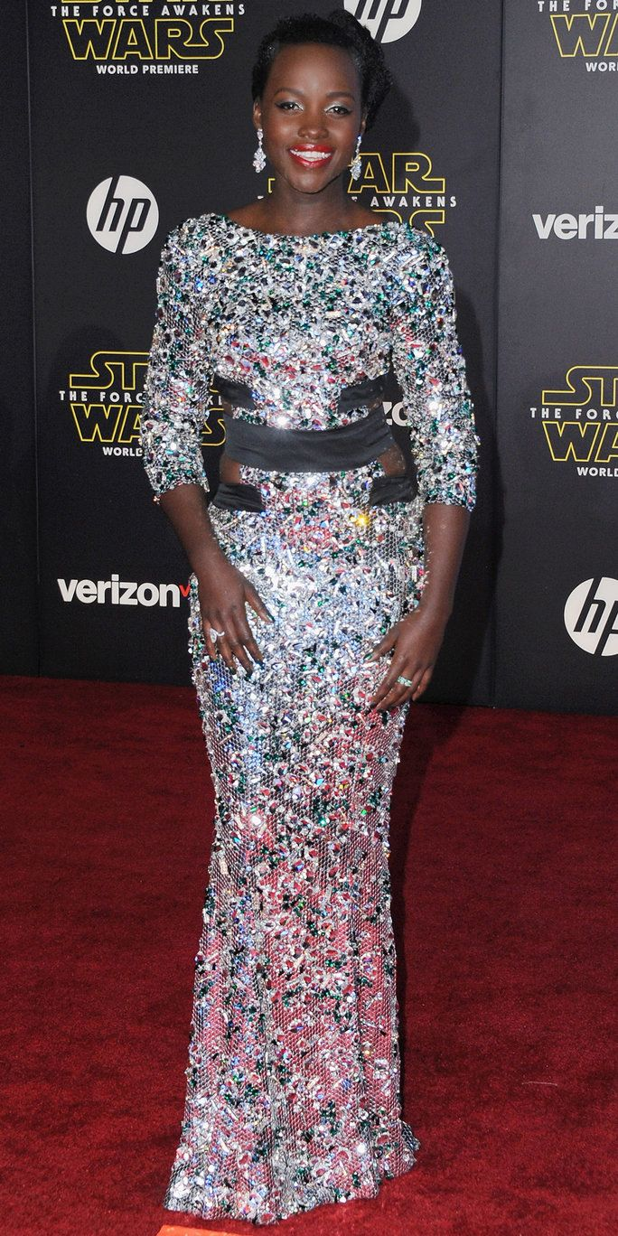 Attrice Lupita Nyong'o arrives at the Los Angeles Premiere 'Star Wars: The Force Awakens' on December 14, 2015 in Hollywood, California.
