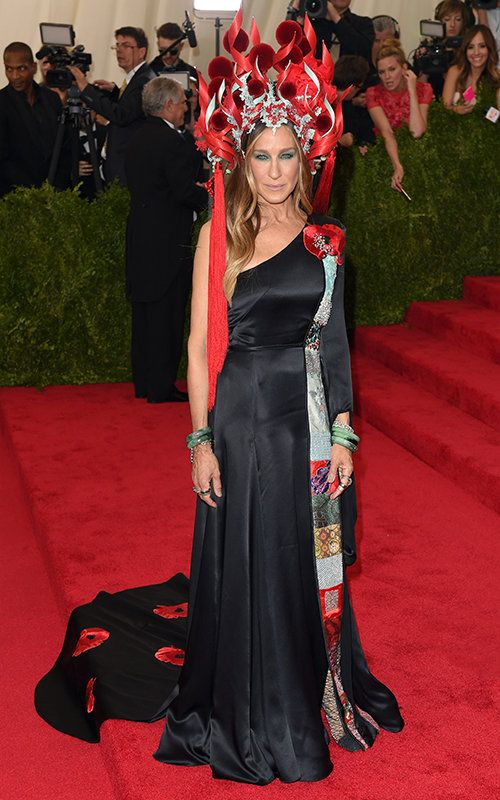 Sarah Jessica Parker in H&M and Philip Treacy