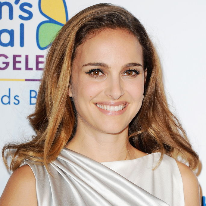 Attrice Natalie Portman arrives at the Children's Hospital Los Angeles Gala Noche de Ninos at L.A. Live Event Deck on October 11, 2014 in Los Angeles, California.