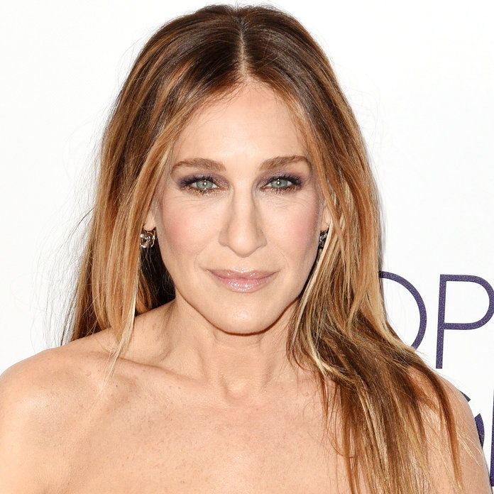 januára 18: Sarah Jessica Parker poses at the People's Choice Awards 2017 at Microsoft Theater on January 18, 2017 in Los Angeles, California. (Photo by C Flanigan/Getty Images)