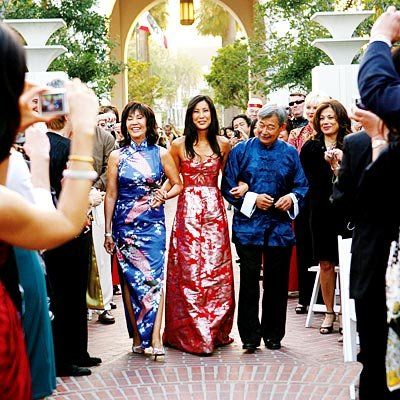 Lisa Ling's parents walk her down the aisle