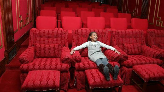 relaxačné in Their New Private Movie Theater